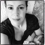 Alyssa-Milano-breastfeeding-560×560