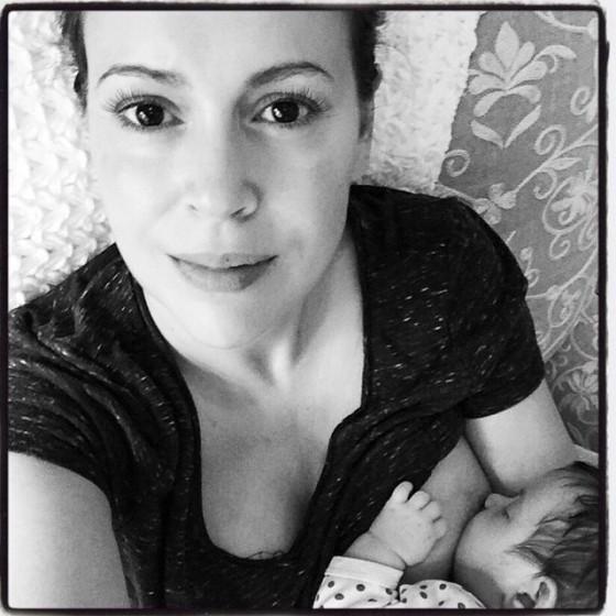 Alyssa-Milano-breastfeeding-560x560
