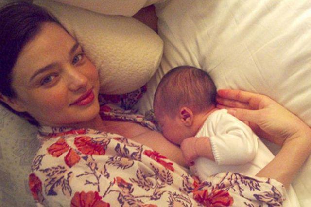 celebrities-breastfeeding-babies-miranda-kerr-640x426